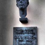 Janova busta na vítkovské základní škole