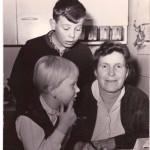 Maminka Marta Zajícová s dcerou Martou a synem Janem