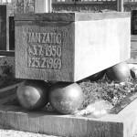 Janův náhrobek podle návrhu českého sochaře Olbrama Zoubka, stav v roce 1990